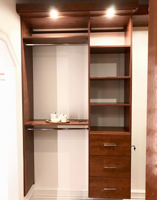 dressing-station-walk-in-closet