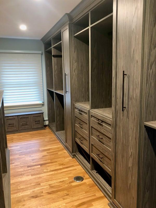 walk-in-closet-dressing-room-right