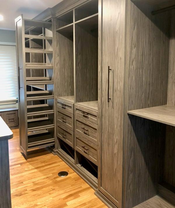 walk-in-closet-dressing-room-shoe-storage