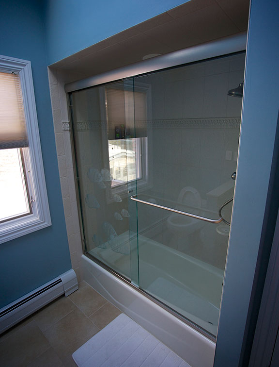Innovative Closet Designs Bath Solutions offers glass and shower doors